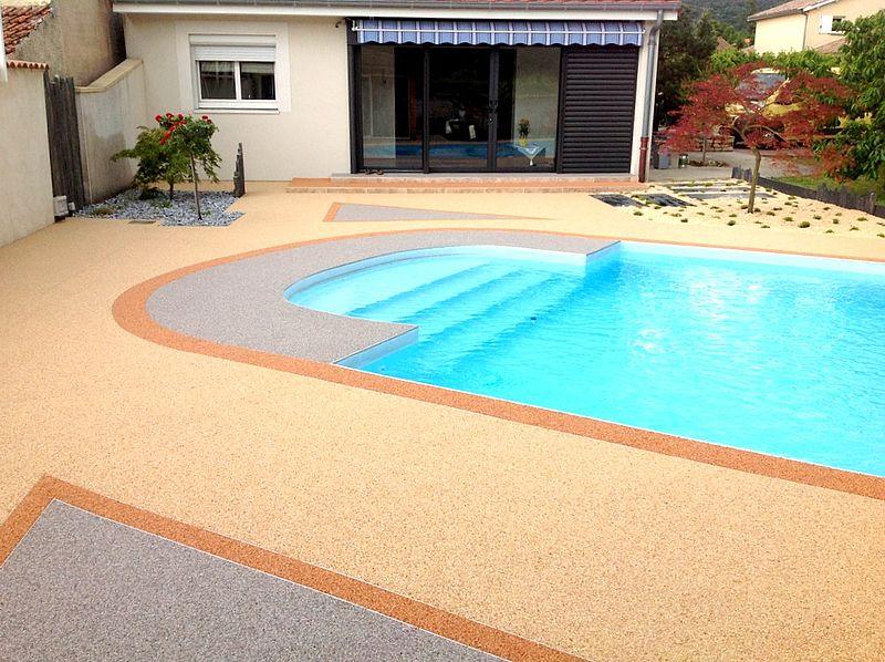 entourage de piscine extérieure résine